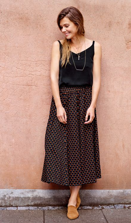 Skirt with triangles and a black top