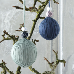 Christmas ornament with yarn