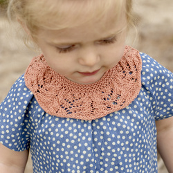 Knit baby collar