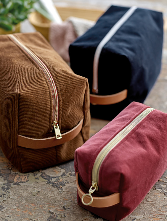 Toiletry bag in corduroy