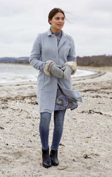 Coat, dress with a full skirt and mittens